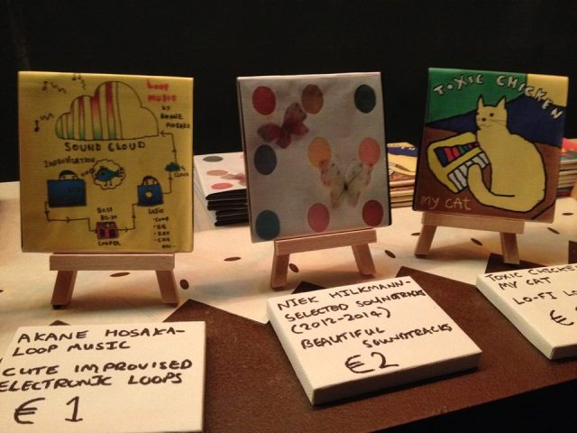 ^ the night showcased many wonderful floppy disk releases, here are Akane Hosaka's Loop Music, Niek Hilkmann's Selected soundtracks (2012 -2014) & Toxic Chicken's My Cat.. adorable, right?