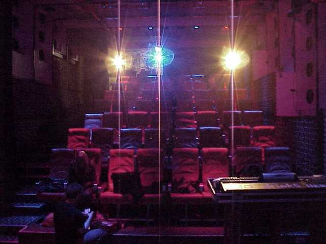 ^ captured here with the floppy camera are the pre-heated comfortable venue seats of worm, awaiting your behinds  (photo © Floppy Totaal)